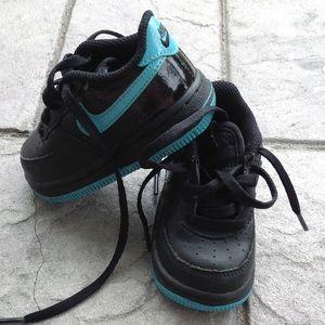 Boys Nike sneakers.